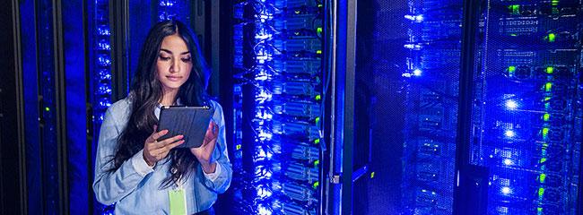 Eine einfache Lösung zum Schutz vor Stromproblemen bieten USV-Anlagen.